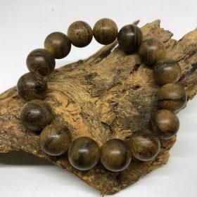 vòng đeo tay gỗ trầm hương